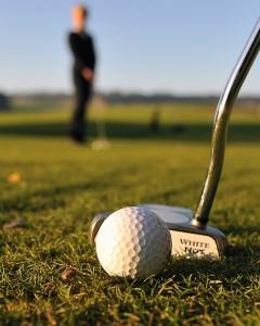 En runda på golfbanan
